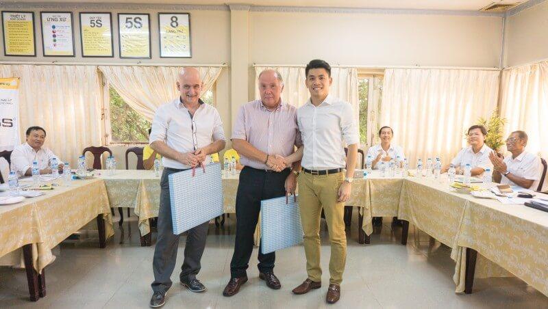 Ông Lê Quốc Cường – Phó Tổng Giám đốc HASS gặp gỡ với các chuyên gia người Anh