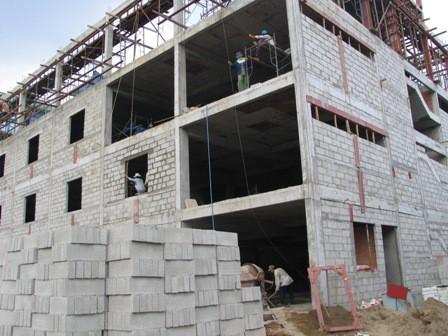 Xây công trình bằng sản phẩm gạch block giá rẻ