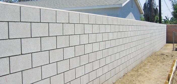 Tường rào được xây bằng gạch block
