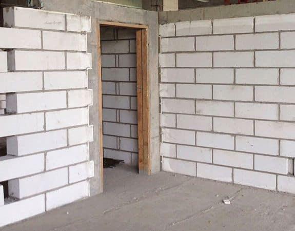 Vách ngăn bằng gạch và tấm tường AAC