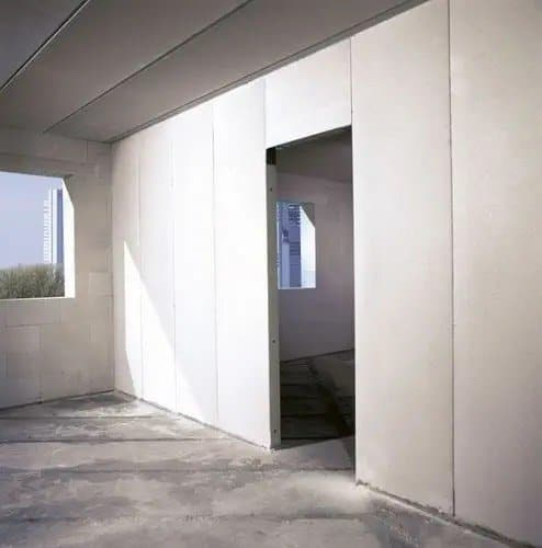 Lắp tường theo phương đứng bằng panel dài phổ biến.